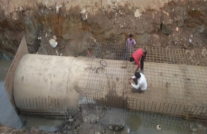 Bangalore----laying-of-deep--sewer-mains